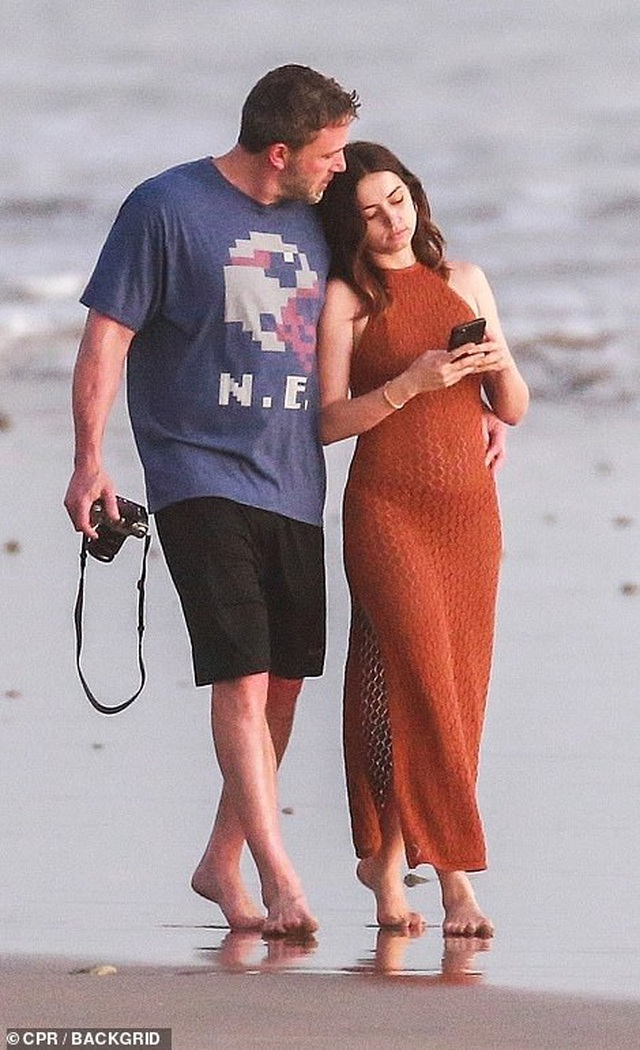 Ben Affleck hò hẹn với Bond girl Ana de Armas - 6