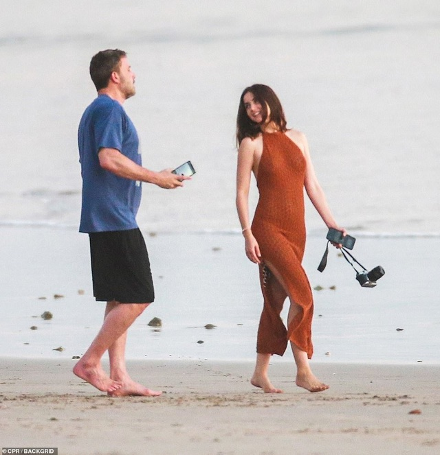 Ben Affleck hò hẹn với Bond girl Ana de Armas - 5