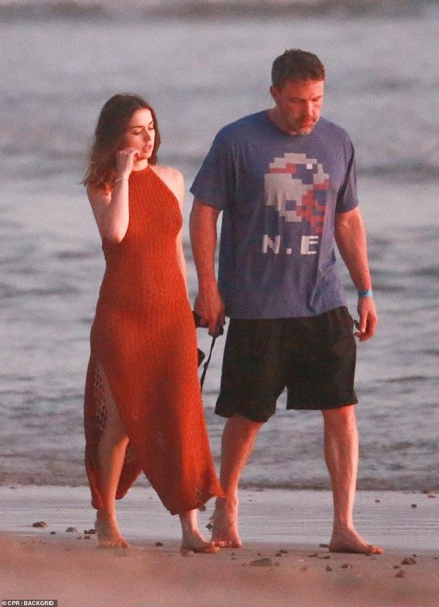 Ben Affleck hò hẹn với Bond girl Ana de Armas - 2