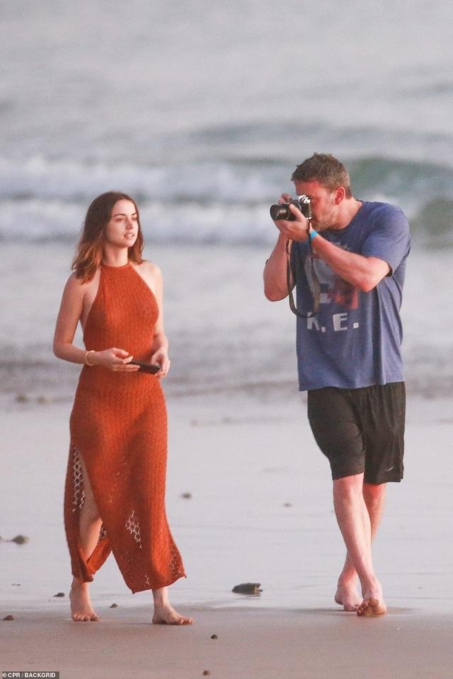 Ben Affleck hò hẹn với Bond girl Ana de Armas - 4