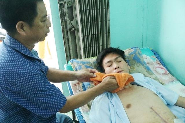 Chàng trai trẻ nghẹn ngào cầu mong nhà hảo tâm dang tay cứu giúp - 3