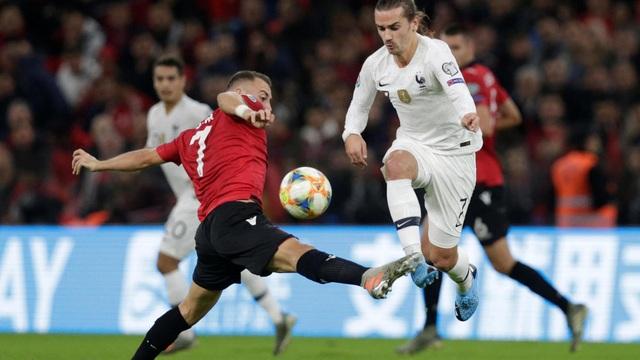 Euro 2020 có thể bị hoãn sang năm 2021 - 1
