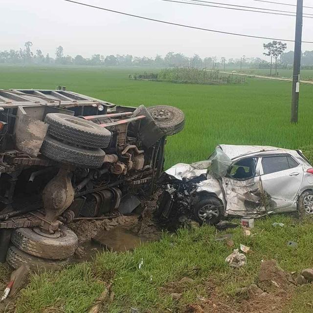 Hai tiếng xảy ra 2 vụ tai nạn liên tiếp, 4 người thương vong - 4