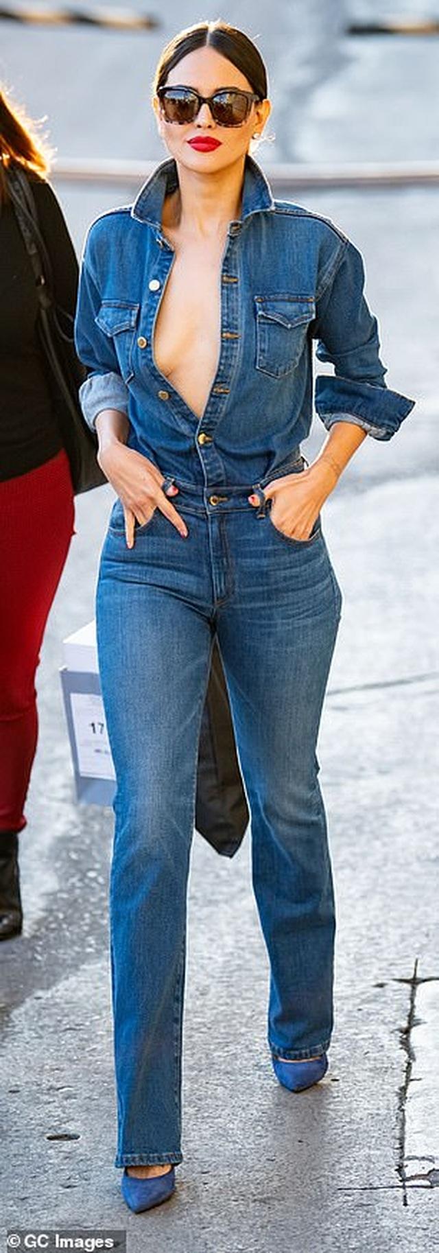 Eiza Gonzalez tự tin diện áo gợi cảm - 3