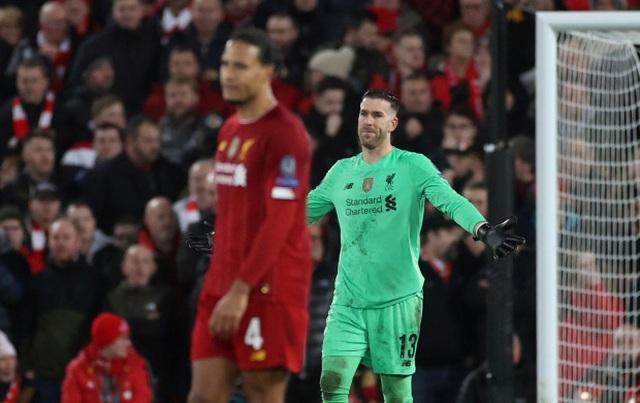 """Bị dọa giết sau khi mắc sai lầm, """"tội đồ"""" của Liverpool rối rít xin lỗi"""