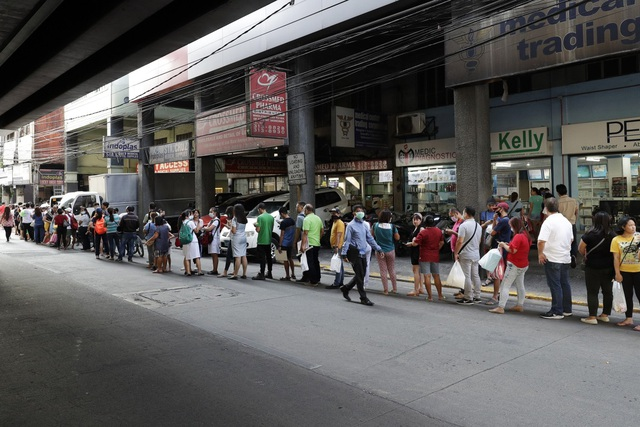 Người dân Philippines đổ xô tích trữ, Tổng thống xét nghiệm Covid-19 - 2