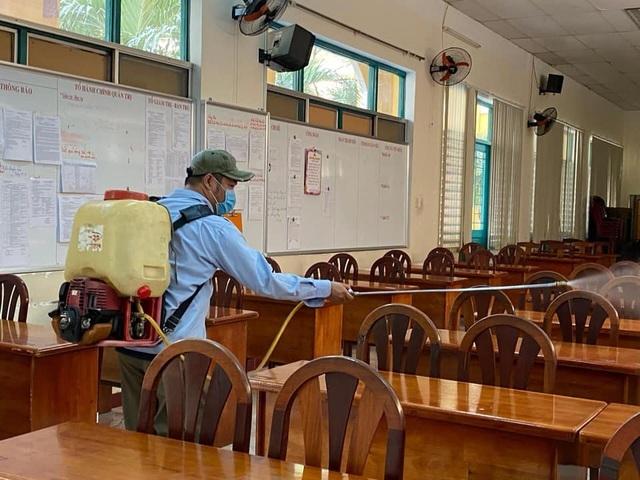 Phòng GD tổ chức tập huấn đông người trong thời dịch Covid-19, GV lo lắng - 1