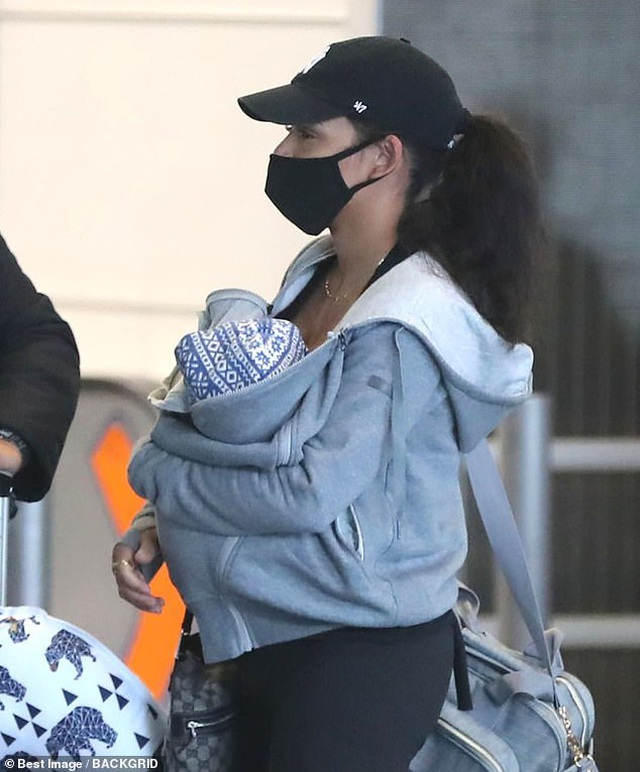 Farrah Abraham đeo khẩu trang đi mua giấy vệ sinh - 6
