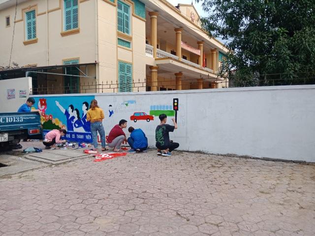 Hà Tĩnh: Những họa sĩ không chuyên tô đẹp cho phố phường - 2