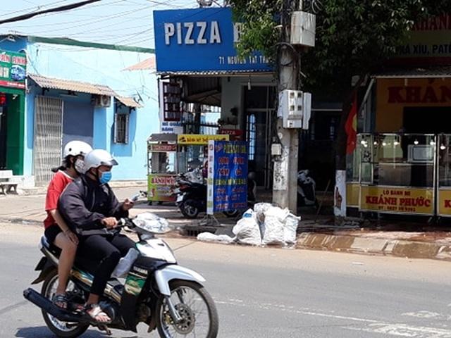 Đắk Lắk: Rác bủa vây trung tâm huyện, người dân bức xúc lên tiếng - 4