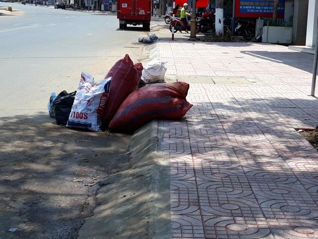 Đắk Lắk: Rác bủa vây trung tâm huyện, người dân bức xúc lên tiếng - 5
