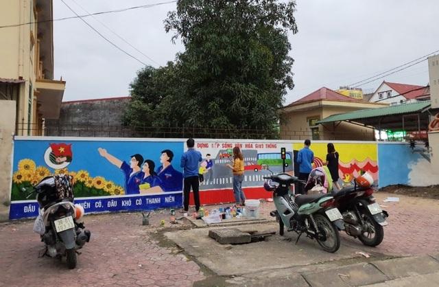 Hà Tĩnh: Những họa sĩ không chuyên tô đẹp cho phố phường - 4