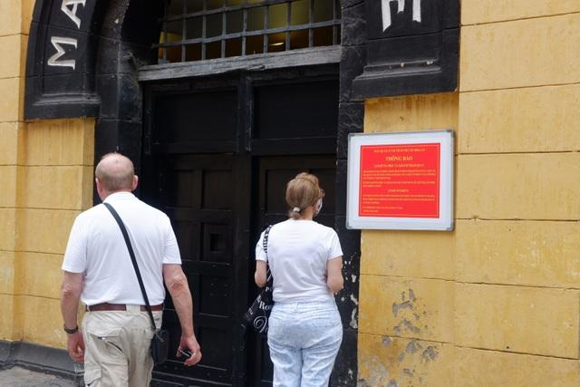 Khách nước ngoài bất ngờ, tiếc nuối khi nhiều di tích đóng cửa vì Covid-19 - 7