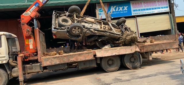 Xe bán tải bị vò nát bét, 3 người thoát chết kỳ diệu - 6