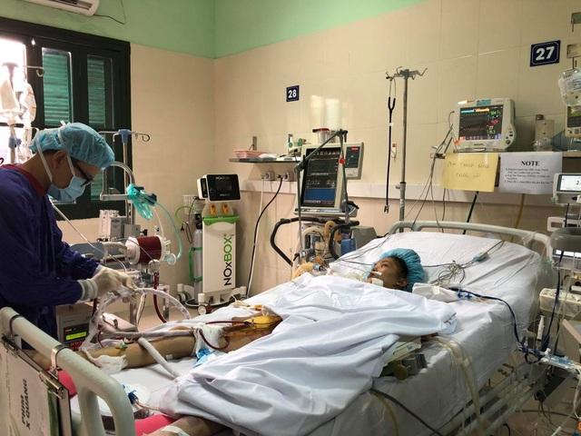 Hài nhi ngừng tim 10 phút được ra viện, tính mạng mẹ vẫn nguy kịch - 6