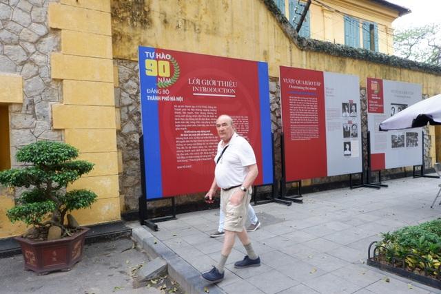 Khách nước ngoài bất ngờ, tiếc nuối khi nhiều di tích đóng cửa vì Covid-19 - 8