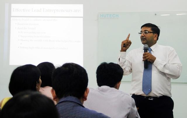 Hoàn thiện tư duy quản trị toàn cầu với bằng MBA OUM tại HUTECH - 2