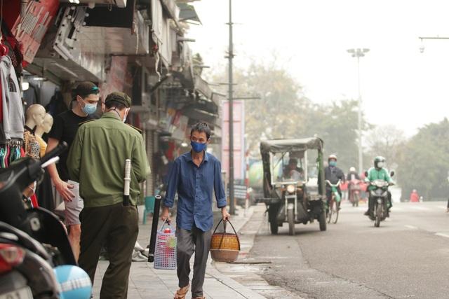 Người Hà Nội ngại dịch corona, phố yên tĩnh, mua sắm vắng - 8