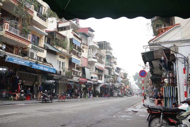 Người Hà Nội ngại dịch corona, phố yên tĩnh, mua sắm vắng - 1