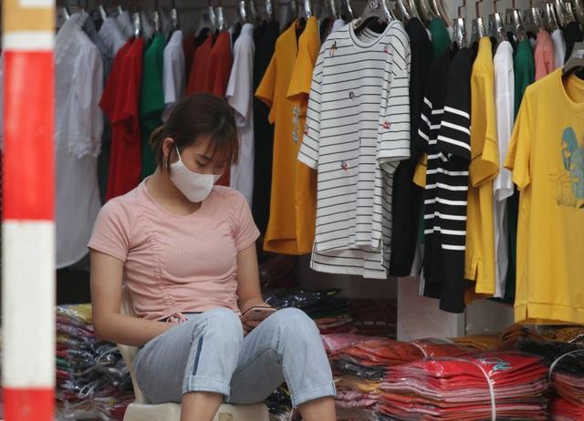 Người Hà Nội ngại dịch corona, phố yên tĩnh, mua sắm vắng - 6