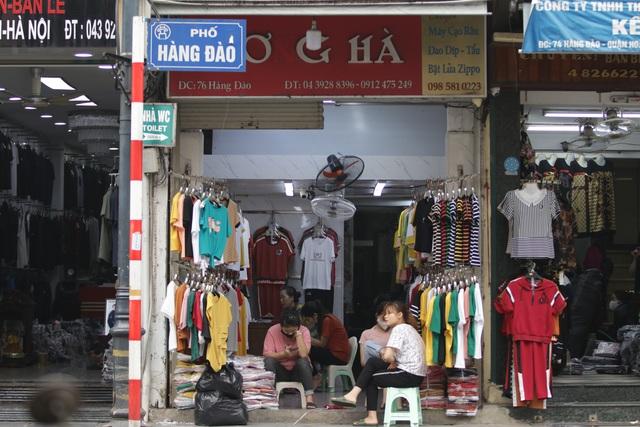 Người Hà Nội ngại dịch corona, phố yên tĩnh, mua sắm vắng - 4
