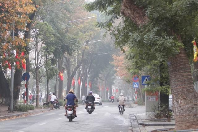 Người Hà Nội ngại dịch corona, phố yên tĩnh, mua sắm vắng - 13