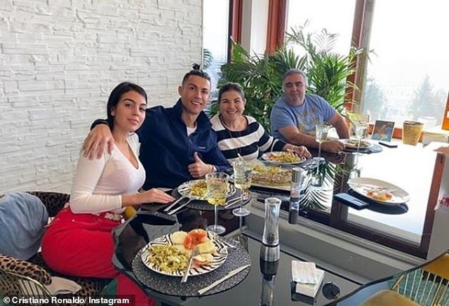 C.Ronaldo không nhiễm Covid-19, Hudson-Odoi tuyên bố đã khỏe mạnh - 4