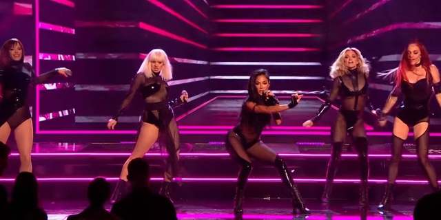 The Pussycat Dolls liên tục gây sốc vì trình diễn quá bốc lửa - 7