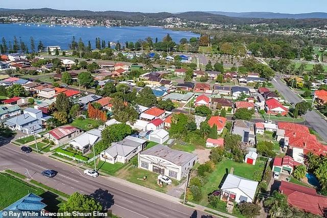 Trạm xăng cũ kĩ, rỉ sét này là bất động sản được tìm kiếm nhiều nhất ở Úc - 3