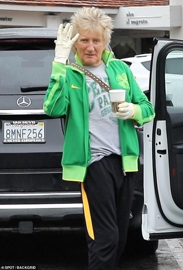 Justin Bieber đeo khẩu trang ra phố - 9