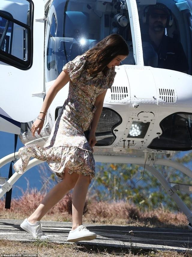 Ben Affleck đưa bạn gái Bond girl đi nghỉ mát - 6