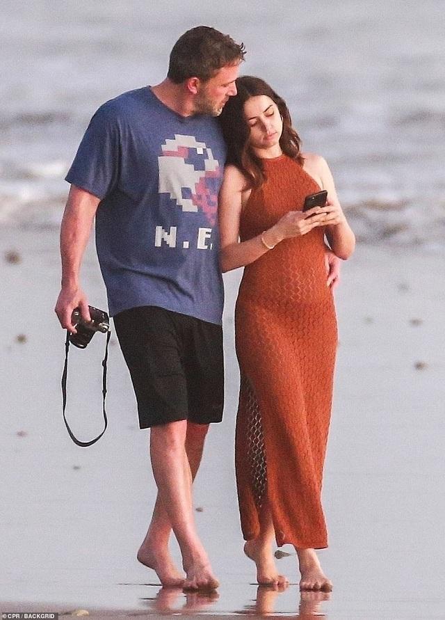 Ben Affleck đưa bạn gái Bond girl đi nghỉ mát - 7