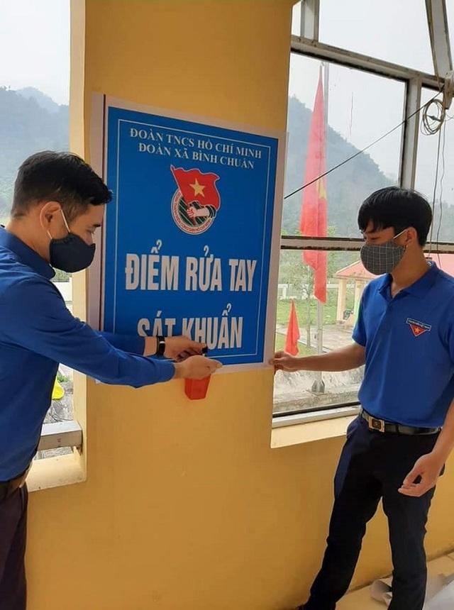 Nghệ An: Đoàn viên thanh niên gõ cửa từng nhà tuyên truyền khai báo y tế - 5