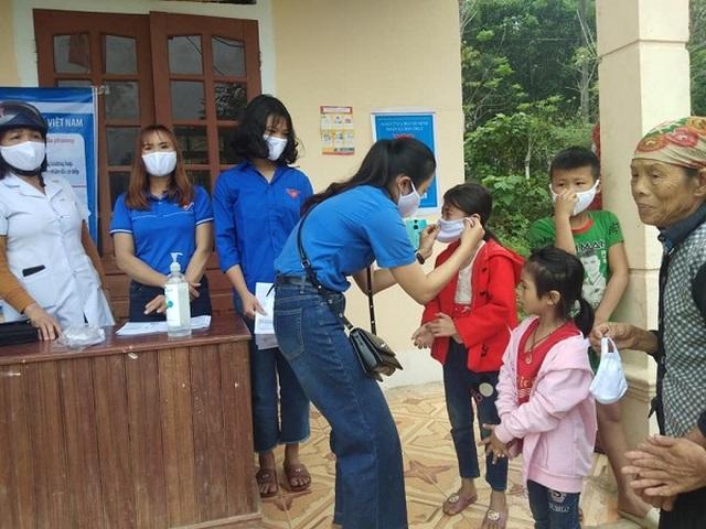Nghệ An: Đoàn viên thanh niên gõ cửa từng nhà tuyên truyền khai báo y tế - 7