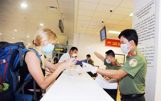Việt Nam tạm dừng nhập cảnh với du khách đến từ Anh và khu vực Schengen - 1