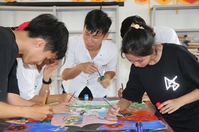 Học sinh trường chuyên vẽ tranh tuyên truyền phòng chống dịch Covid-19 - 2