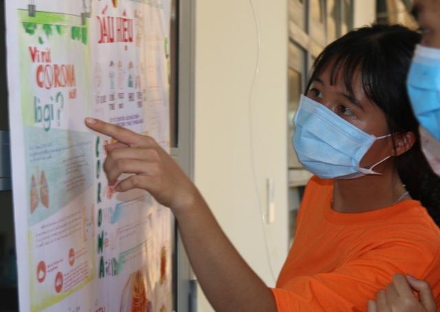 Học sinh trường chuyên vẽ tranh tuyên truyền phòng chống dịch Covid-19 - 3
