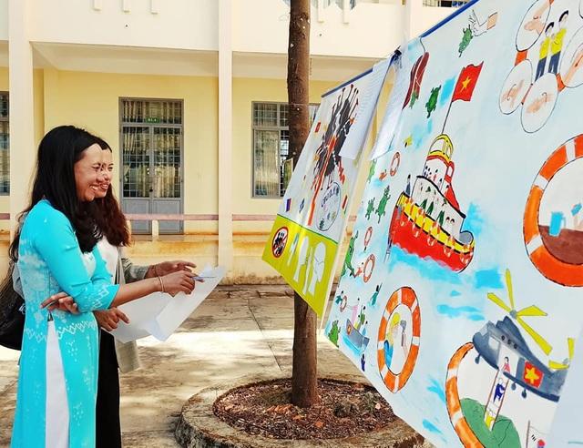 Học sinh trường chuyên vẽ tranh tuyên truyền phòng chống dịch Covid-19 - 1