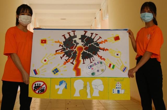 Học sinh trường chuyên vẽ tranh tuyên truyền phòng chống dịch Covid-19 - 4