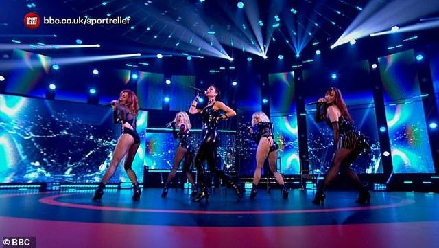 The Pussycat Dolls liên tục gây sốc vì trình diễn quá bốc lửa - 2