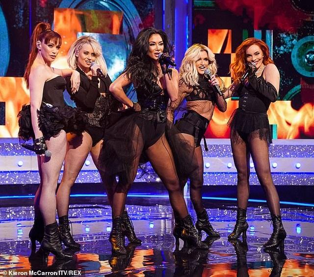 The Pussycat Dolls thường xuyên gây sốc vì trình diễn quá bốc lửa - 3