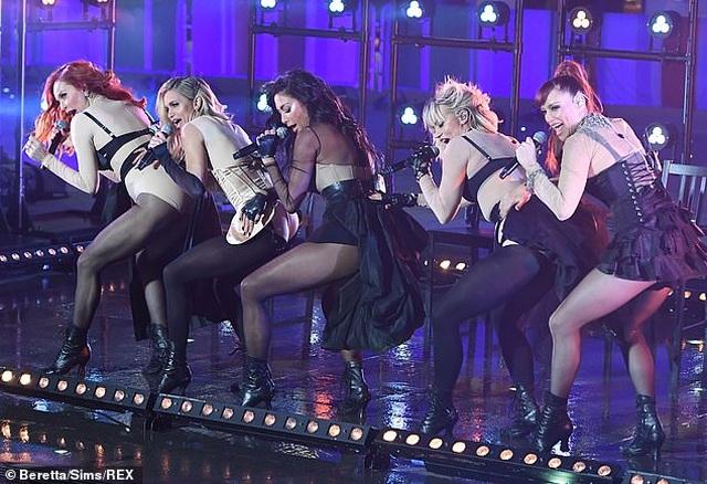 The Pussycat Dolls thường xuyên gây sốc vì trình diễn quá bốc lửa - 4