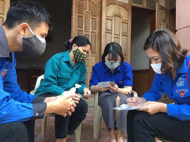 Nghệ An: Đoàn viên thanh niên gõ cửa từng nhà tuyên truyền khai báo y tế - 2