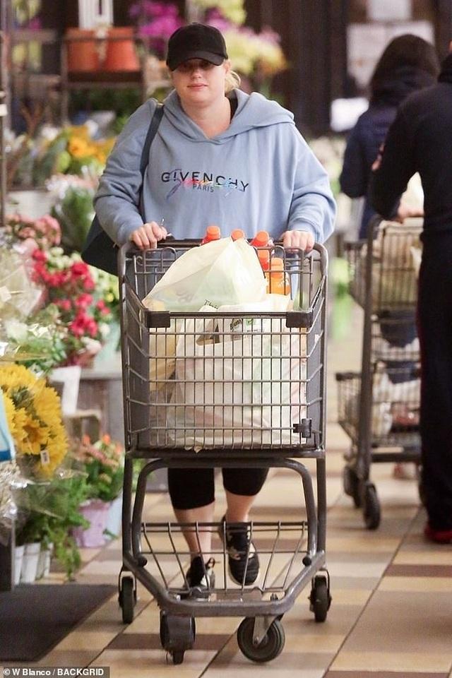 Sao Hollywood tích cực đi siêu thị giữa đại dịch - 5