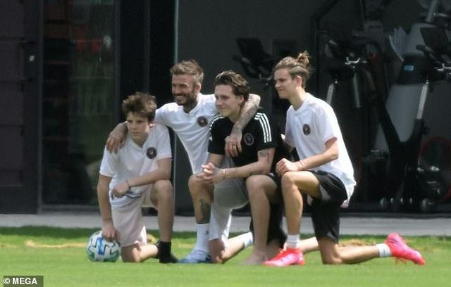 David Beckham cởi trần khoe hình xăm - 5