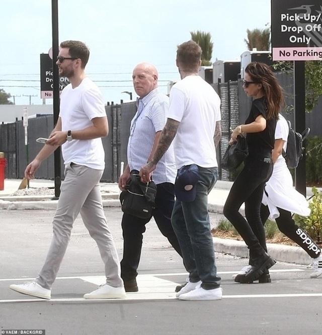 David Beckham cởi trần khoe hình xăm - 10
