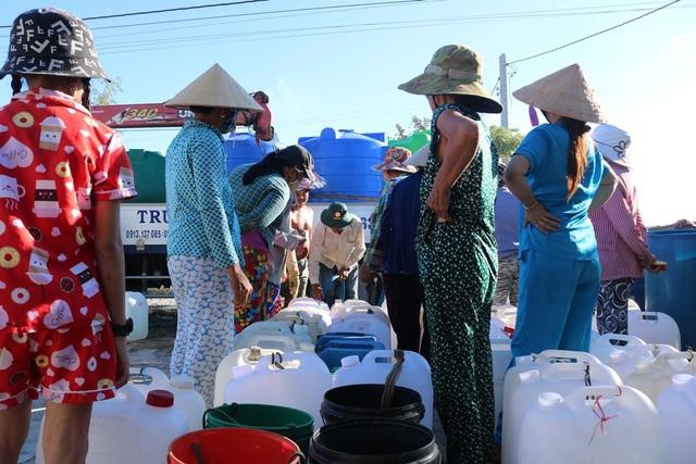 Những giọt nước nghĩa tình tại vùng hạn mặn khắc nghiệt lịch sử - 7