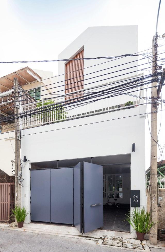 """Choáng ngợp ngôi nhà 300m2 với khu vườn bonsai toàn cây """"khủng"""" - 1"""