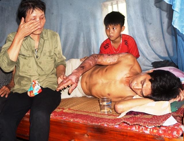 Người phụ nữ nghẹn ngào cầu xin cho con trai một con đường sống - 4