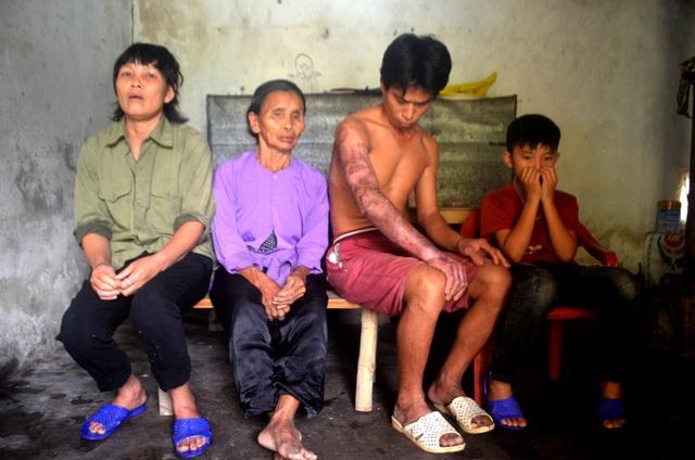 Người phụ nữ nghẹn ngào cầu xin cho con trai một con đường sống - 1
